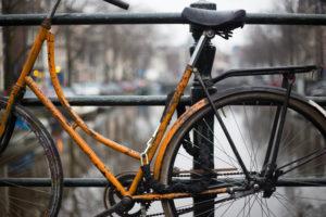 Fietsslot openbreken in Amsterdam